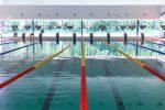 Leeg zwembad